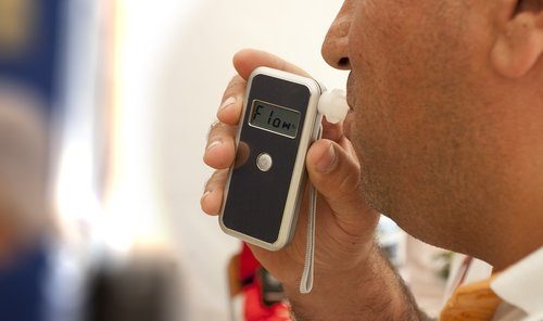 5 Advantages of Owning a Portable Breathalyzer Test